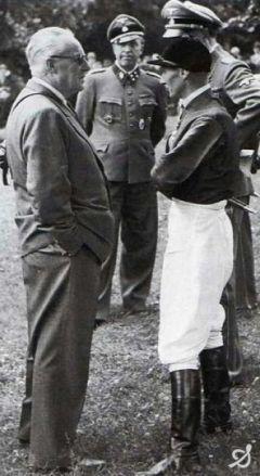 1939 - Trainer Georg Arnull mit Jockey Gerhard Streit vor dem Wehr Dich-Derby. Foto: www.galopp-hamburg.de