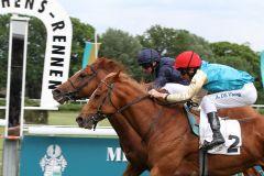 So knapp war es! Degas wird mit Nase Zweiter im Mehl-Mülhens Rennen, es gewinnt Knife Edge mit Ryan Moore (Foto: Sandra Scherning)