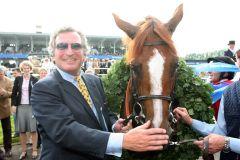 Georg Baron von Ullmann mit dem Schlenderhander Derbysieger Adlerflug 2007. www.galoppfoto.de
