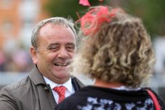 Geht doch: Hier lächelt sogar der Trainer Andreas Wöhler über seinen 5. Derbysieger, Laccario. Foto: Sabine Effgen