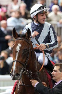 Karakontie nach dem Sieg in Longchamp mit Stéphane Pasquier. Foto: www.galoppfoto.de - Frank Sorge