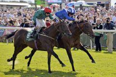 Muhaarar (re) kommt in den Gimcrack Stakes knapp vor Jungle Cat ins Ziel. Foto: www.galoppfoto.de - Jim Clark/Sorge