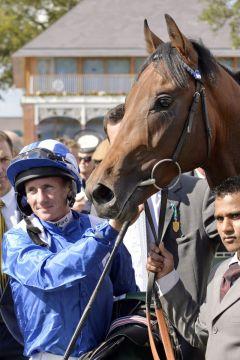 Muhaarar mit Paul Hanagan nach seinem ersten Gruppesieg. Foto: www.galoppfoto.de - Jim Clark/Sorge
