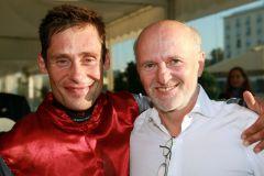 Jockey Alexander Pietsch und Dirk Rossmann im Portrait nach dem Sieg im Rossmann-Rennen.www.galoppfoto.de