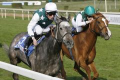 Rock my Soul (l.) gewinnt unter Daniele Porcu in Hannover. www.german-racing.com