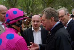 William Buick, Jockey, mit Trainer Wido Neuroth.www.Dequia.de