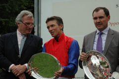 Siegerehrung mit Georg Baron von Ullmann, Adrie de Vries, Wilhelm Giedt. Foto: Gabriele Suhr