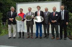 Siegerehrung mit Georg Baron von Ullmann, Adrie de Vries, Wilhelm Giedt, Eckhard Sauren (re.). Foto: Gabriele Suhr