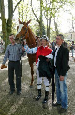 Acadius mit A. Suborics und J. Carvalho nach seinem sieg im Preis der Dreijährigen - Jean Harzheim und Taxi4Horses-Trophy-L am 10.04.2011 in Düsseldorf