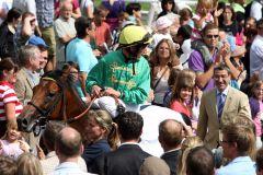 Applaus für den Sieger Salut im Preis der BBAG-Jaehrlingsauktion - Jockey Andrasch Starke freut sich mit Besitzer Rolf Harzheim vom Gestüt Bona. www.galoppfoto.de