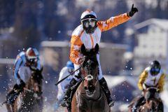 Berrahri gewinnt unter Kieren Fox den Großen Preis von St. Moritz. swiss-images/Andy Mettler