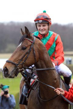 Der aktuelle Derby-Favorit Boscaccio unter seinem ständigen Reiter Peter Schiergen. www.galoppfoto.de