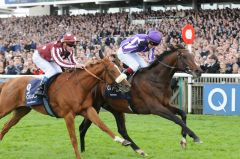 Camelot (r.) kämpft French Fifteen in den 2000 Guineas nieder. Foto: John James Clark