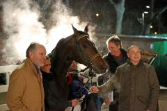 Im Absattelring: Cassilero gewinnt mit Eugen Frank im Preis von Lignieres am 08.02.2015 in Neuss für Trainer Karl Demme. Foto: Dr. Jens Fuchs