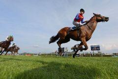 """Überflieger Ivanhowe mit Filip Minarik: """"Das Pferd gab mir 600 Meter vor dem Ziel das Gefühl, ich könnte fliegen!"""" www.galoppfoto.de - Frank Sorge"""
