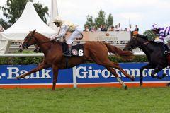 Der Lord of England-Sohn Admiral Lord und Terence Hellier sind die Sieger im BBAG Meiler Auktionsrennen. www.galoppfoto.de - Sabine Brose
