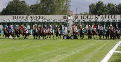 Der Start zum IDEE 148. Deutschen Derby mit 18 Pferden. www.galoppfoto.de - Sandra Scherning