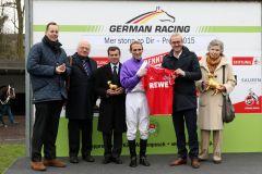 Siegerehrung für den Stall Nizza mit Jürgen und Ursula Imm sowie Jockey Andrasch Starke und Trainer Peter Schiergen. Foto: Dr. Jens Fuchs