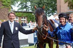 Das Siegerteam: Trainer Markus Klug, Gr. I-Sieger Dschingis Secret, Jockey Adrie de Vries. www.galoppfoto.de - Frank Sorge