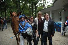 Sieger Dubday mit Andreas Helfenbein und Trainer Andreas Trybuhl. Foto Gabriele Suhr