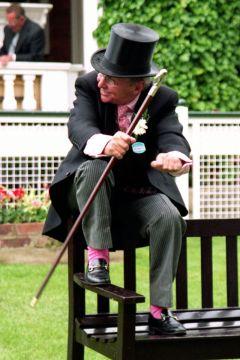 Ex-Jockey Willie Carson zeigt in Ascot (2005), dass er es theoretisch immer noch kann ..... www.galoppfoto.de