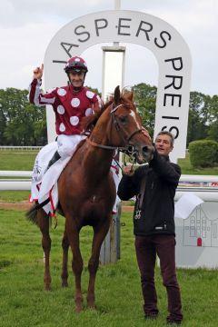 Der erste Grand Prix-Sieger der Saison 2019: French King unter Olivier Peslier. www.galoppfoto.de - Sandra Scherning