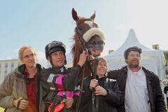 Für die Besitzer vom Stall Zaster sorgt Lady Jacamira mit Alexander Pietsch für eine volle Stallkasse. www.galoppfoto.de - Frank Sorge