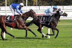 Gallardo hält Leonardi sicher auf Abstand. www.galoppfoto.de - WiebkeArt