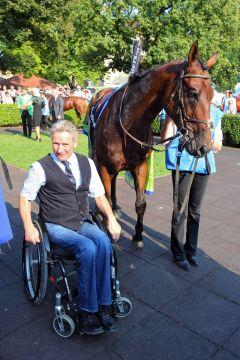 Gereon mit Trainer Christian Zschache nach dem Sieg im Darley Oettingen-Rennen. www.galopppfoto.de - Frank Sorge