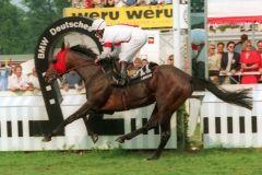 Gestüt Ittlingens Laroche mit Steven Eccles gewinnt das Deutsche Derby 1994. www.galoppfoto.de - Frank Sorge