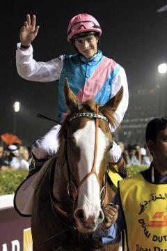 Grüßen als Dubai Duty Free-Sieger - Cityscape und  James Doyle. www.galoppfoto.de