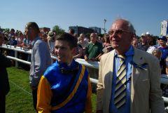 Happy mit Platz drei: Nordvulkans Jockey Jozef Bojko und Besitzer Dietmar Kage vom Stall Alemannia. www.dequia.de