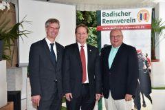 Der neue Präsident inmitten seiner Vorgänger (v.l.n.r.): Stephan Buchner, Holger Schmid, Peter Gaul. Foto: www.badischer-rennverein.de