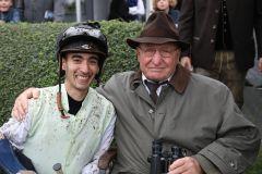 Jockey Carlos Henrique und Steintor-Besitzer Otto-Werner Seiler nach dem Sieg von Shannen. www.galoppfoto.de