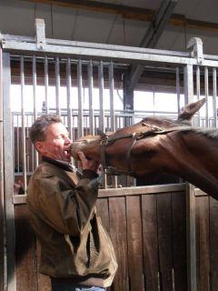 Zwei, die sich zum Fressen gern haben: Thomas Grote besucht Kendai in Mahndorf, 16.4.2011