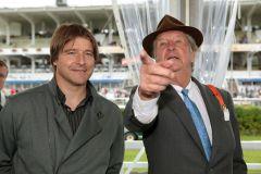 HSV-Fußballtrainer Michael Oenning und Derby-Sponsor und HRC-Vizepräsident Albert Darboven am 1. Tag des IDEE 142. Derby-Meetings. www.galoppfoto.de