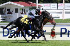 Ilwendo gewinnt wie ein Pferd, von dem man noch nicht alles gesehen hat. Foto: Dr. Jens Fuchs
