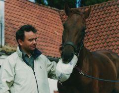 Sabiango mit seinem Trainer Andreas Wöhler. Foto www.rennstall-woehler.de