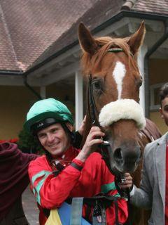 Der 2. Jockey im Rennstall Wöhler, Jozef Bojko, steuerte das Pferd seines Chefs zum Gr. III-Sieg im Preis der BBAG Hengstparade. www.galoppfoto.de