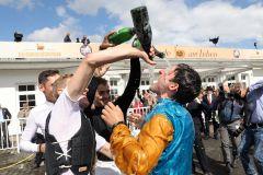 Jockey Maxim Pecheur bekommt nach dem Sieg im 148. IDEE Deutsches Derby eine Champagnerdusche von den Kollegen. www.galoppfoto.de - Marius Schwarz