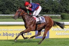 Es sah schon bedeutend aus, wie Julio dieses Auktionsrennen gewann. www.galoppfoto.de - Sandra Scherning