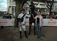 Siegerin Indian Sun mit Jockey Cevin Chan. Foto Gabriele Suhr