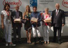 Siegerehrung mit Trainer Jan Pubben, Jockey Adrie de Vries und Ehefrau, Frau Pubben, Johann-Jakob Böhm, Vorstand (Foto Suhr