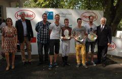 Siegerehrung mit Jockey Dick Goossens und J.-J. Böhm, Vorstandsmitglied. Foto Suhr