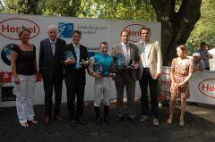 Siegerehrung mit P. M. Endres, Trainer Markus Klug, Jockey Eugen Frank, Gestütsleiter Frank Dorff. Foto Suhr