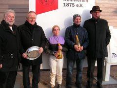 Mitglieder Stall Berry, Steffi Hofer, Kevin Woodburn, Rennvereinspräsident J. Vogel. Foto: (Gabriele Suhr)