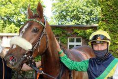 Gruppe II-Sieg für Kalifornia Queen und Clement Lecoeuvre. www.galoppfoto.de