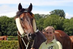 Kepler mit Trainerin Kamilla Harms im Portrait. www.galoppfoto.de - Frank Sorge