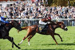 Ladykiller gewinnt das Silberne Pferd gegen Nacida. www.galoppfoto.de