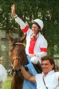 Laroche mit Steven Eccles gewinnt das Deutsche Derby 1994. www.galoppfoto.de - Frank Sorge